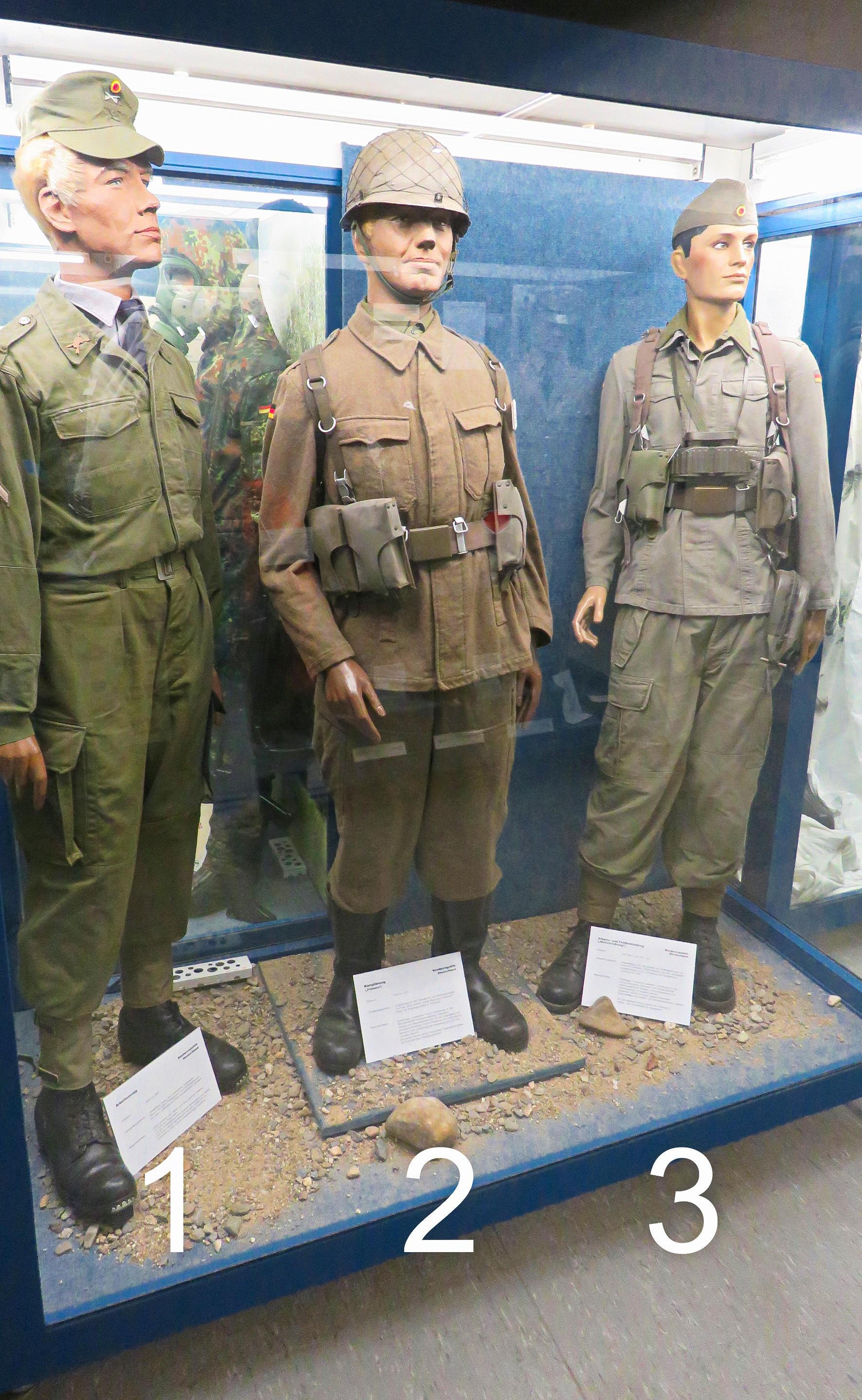 Uniformen frühe Bw Kopie-1